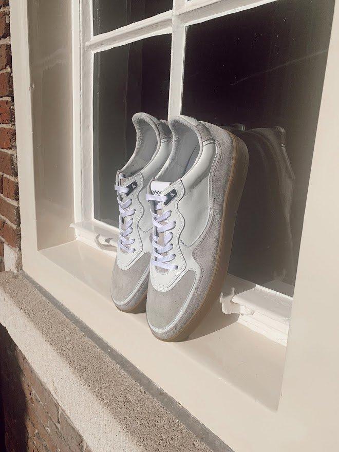 Inspiratie en onderhoud tips voor lichtgekleurde heren sneakers