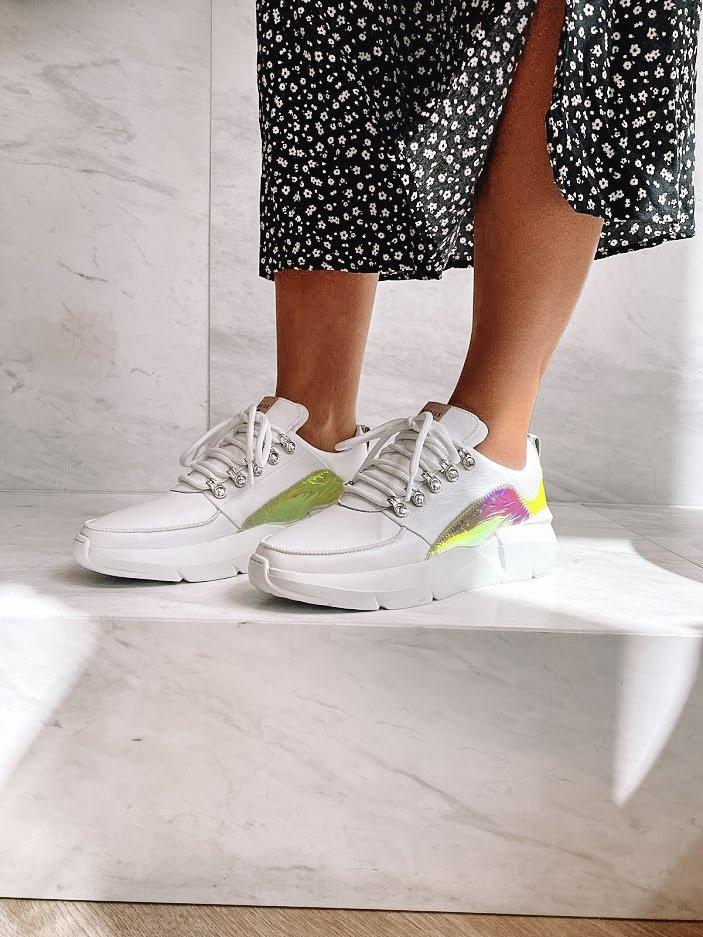 De mooiste witte dames sneakers voor de zomer